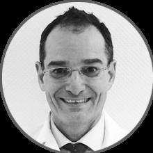 Dr. Eduardo Ortiz (Traumatología)